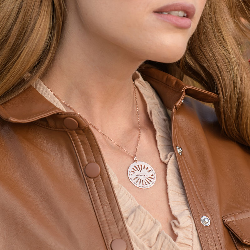 Grandma Circle Pendant Necklace with Engraving in 18ct Rose Gold Plating - 1