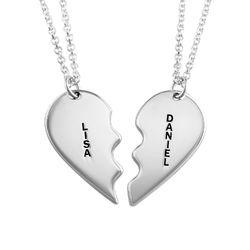 Individualisierte Silber Namenskette mit zwei zerbrochenen Herz Produktfoto