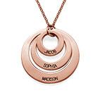 Schmuck für Mütter – rosévergoldete Halskette mit drei flachen Ringen