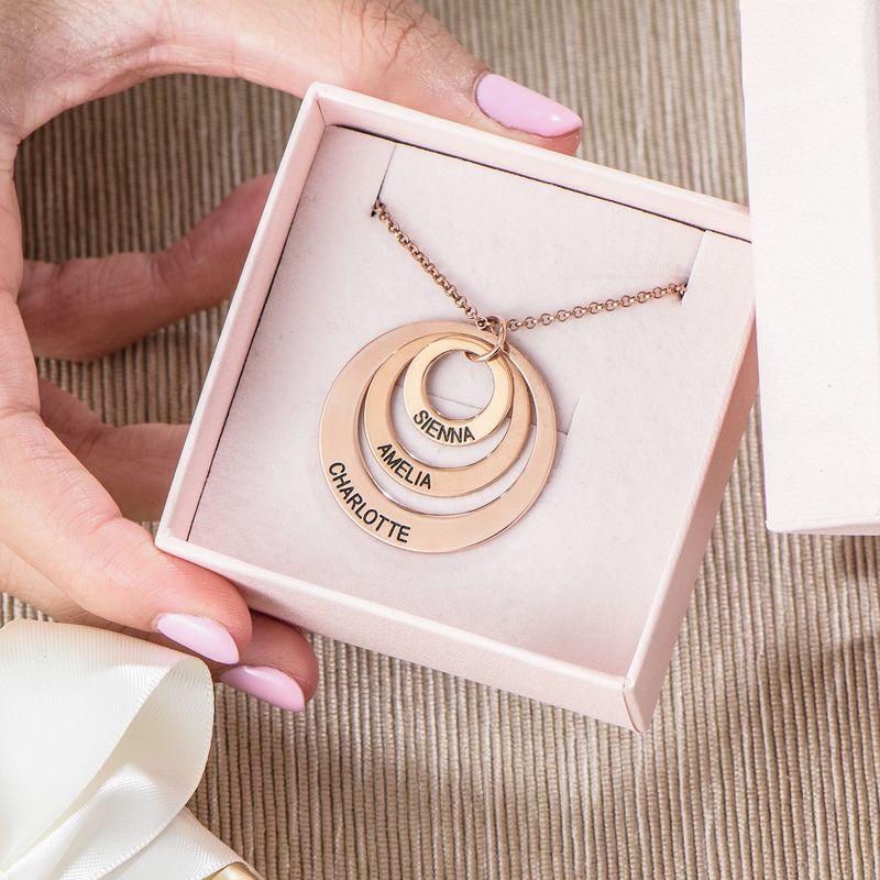Schmuck für Mütter – rosévergoldete Halskette mit drei flachen Ringen - 6
