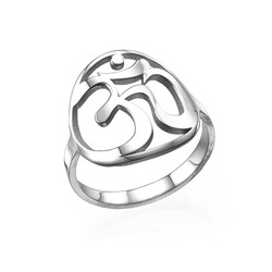 Om Ring aus Sterling Silber Produktfoto