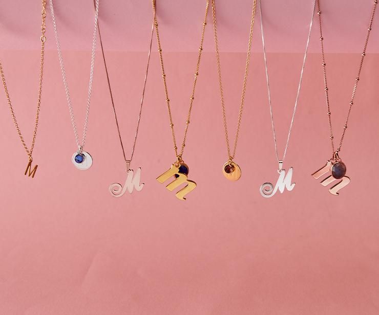 Sådan styler du smykker med bogstav