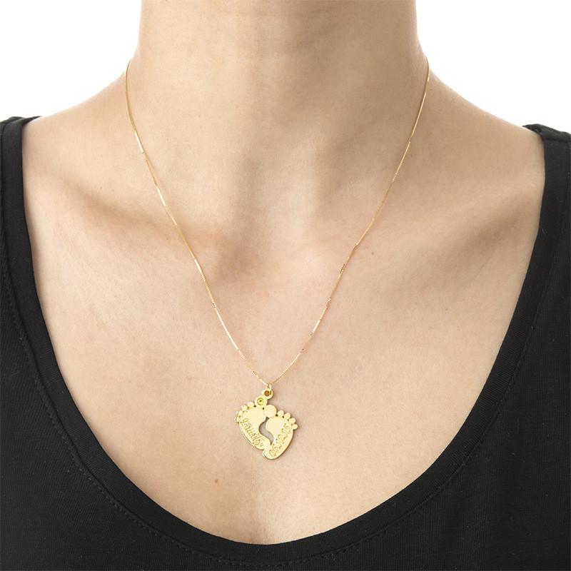 Personificeret halskæde med babyfødder i 14 karat guld - 1