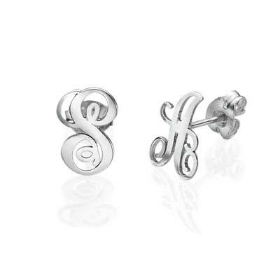 Bogstav øreringe med kursiv skrift i sølv