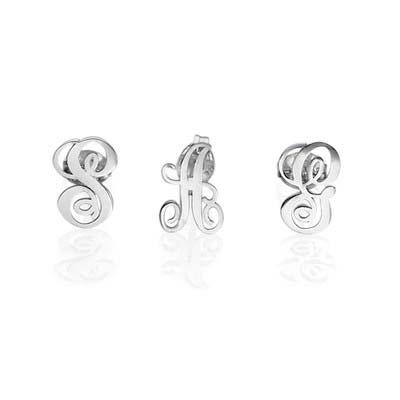 Bogstav øreringe med kursiv skrift i sølv - 1