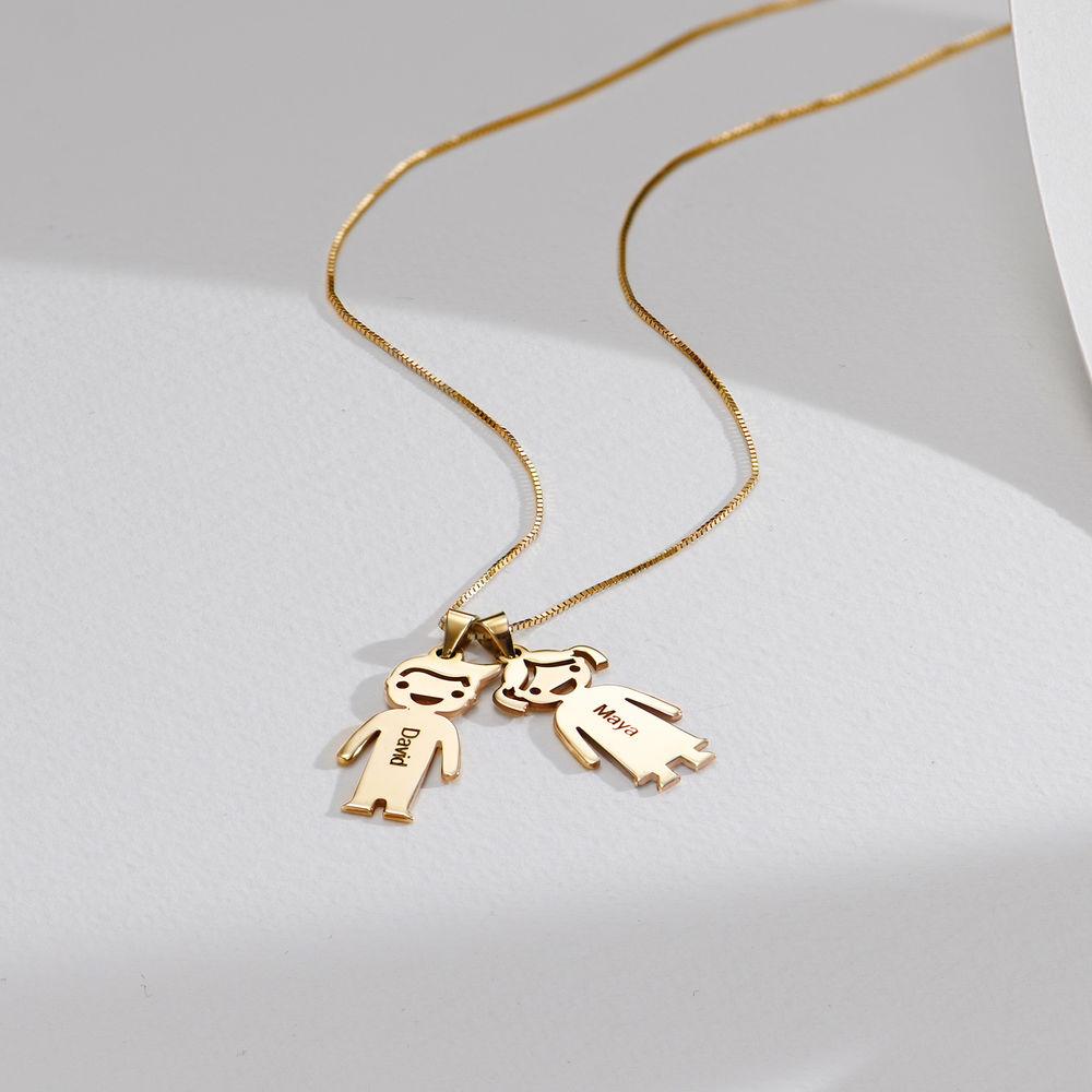 Mors halskæde med graverede børne-charms i 10 karat guld - 2