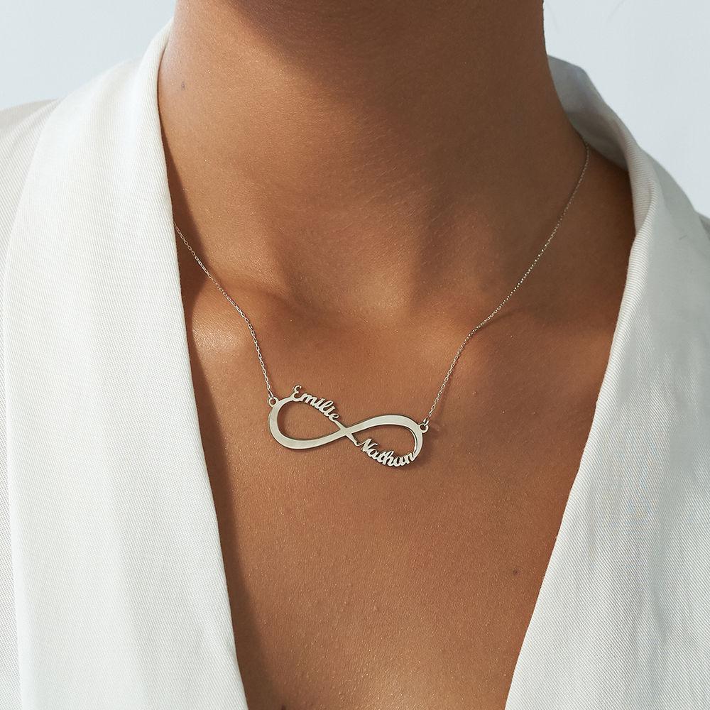 Infinity halskæde med navn i 10 karat hvidguld - 2