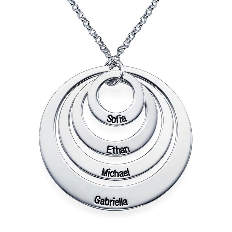 Morsmykke med fire cirkler og indgravering i sølv