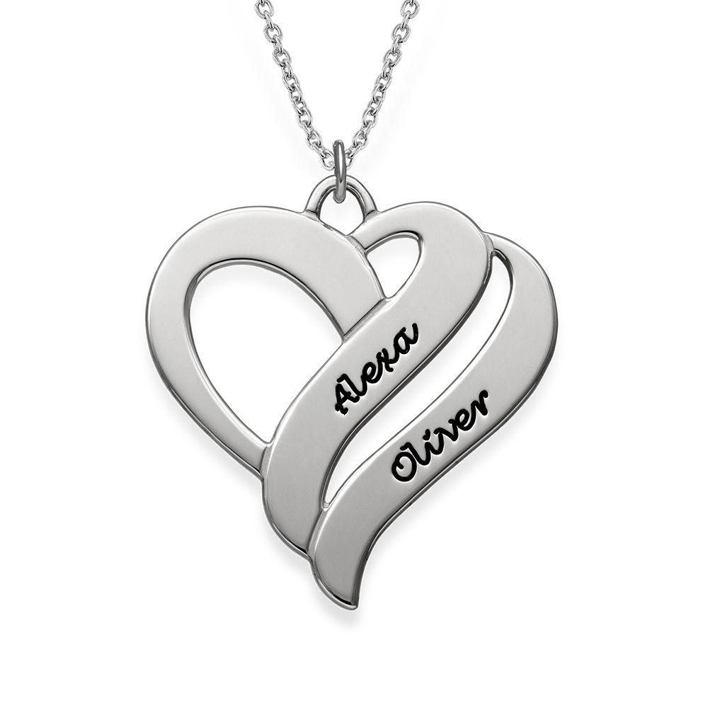 To hjerter banker som èt-halskæde med gravering i sølv