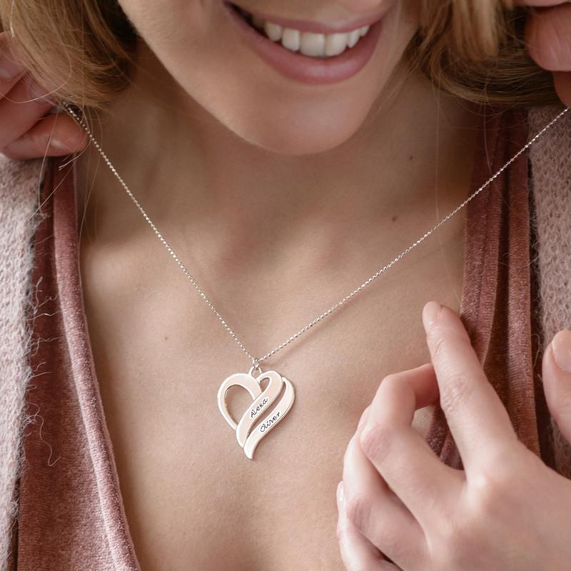 To hjerter banker som èt-halskæde med gravering i sølv - 2