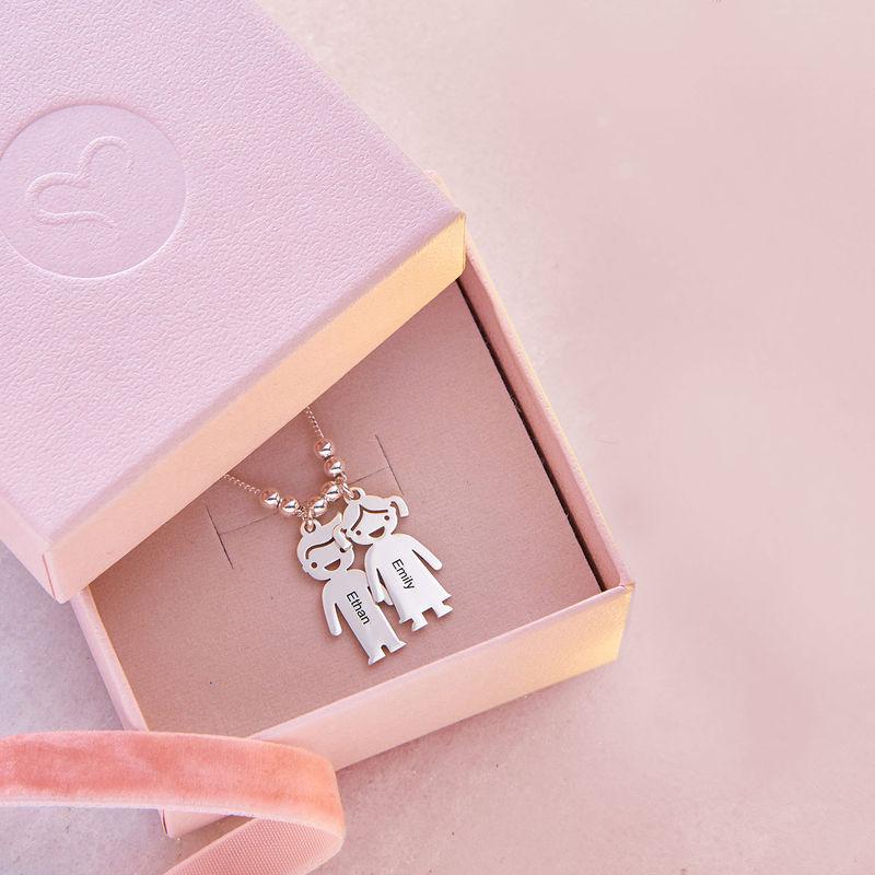 Mors halskæde med graverede børne-charms i sølv - 5