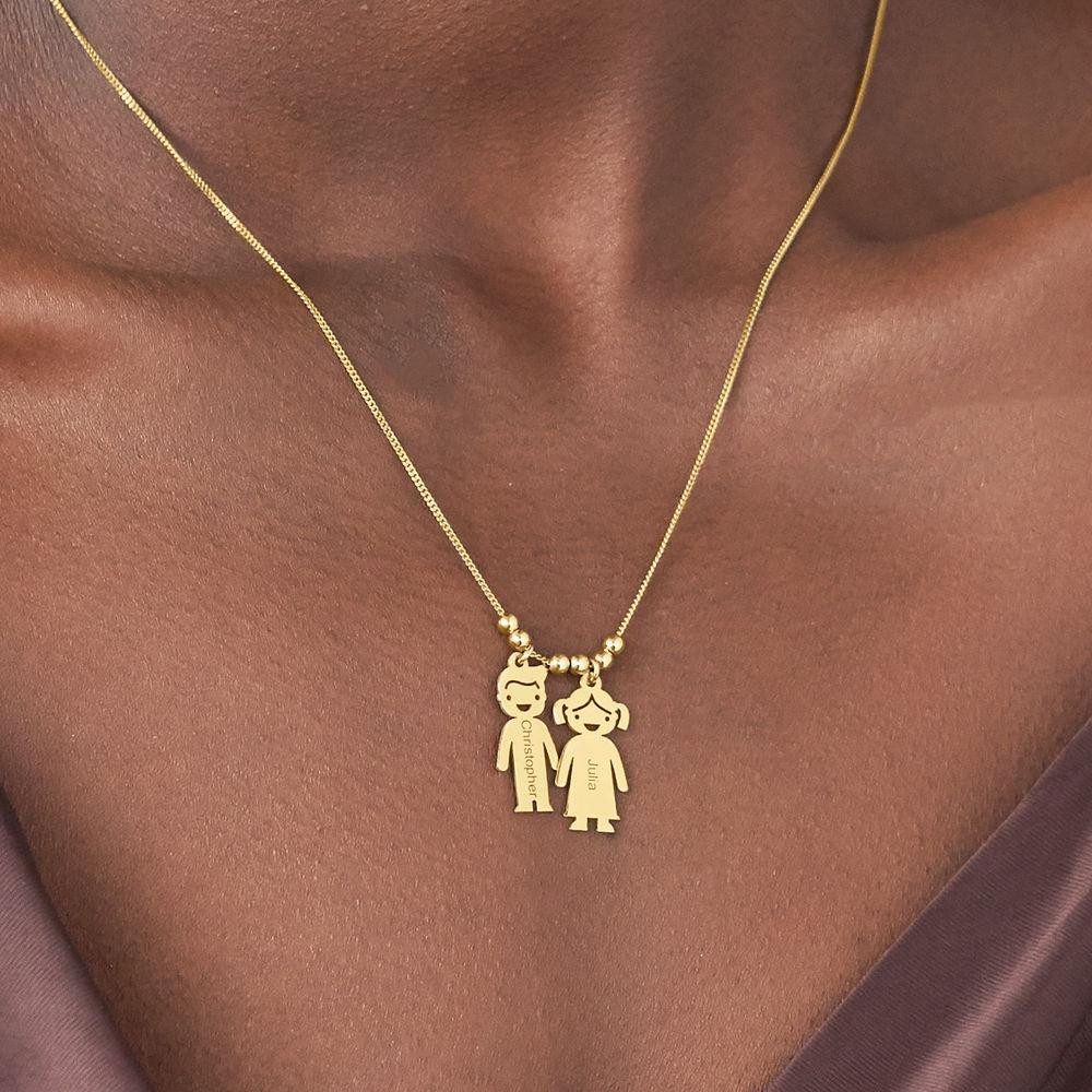 Mors halskæde med graverede børne-charms i forgyldt sølv - 3