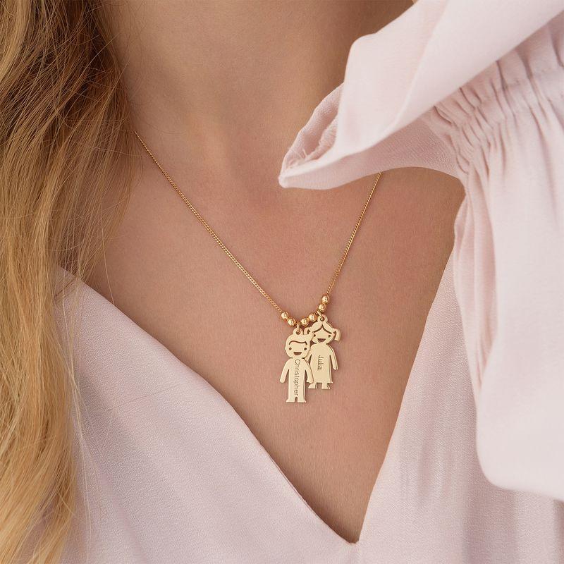 Mors halskæde med graverede børne-charms i forgyldt sølv - 5