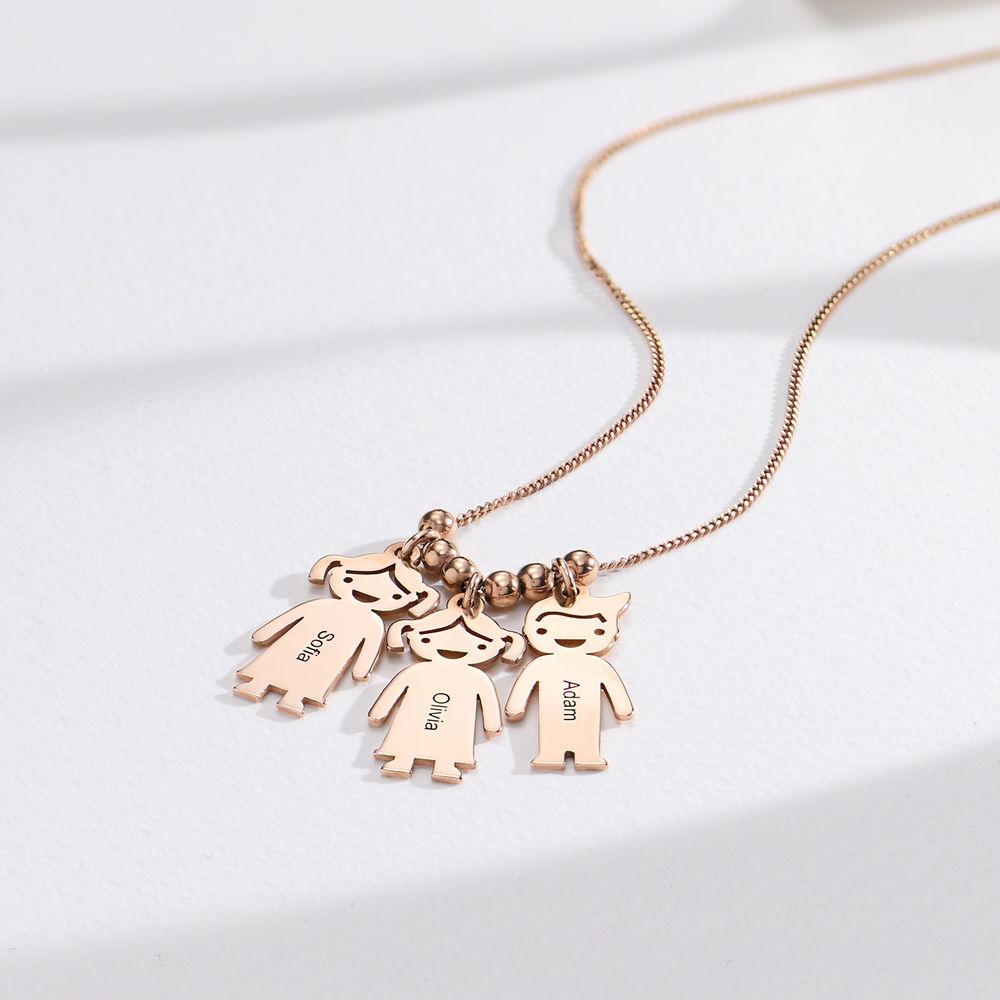 Mors halskæde med graverede børne-charms i rosaforgyldt sølv - 1