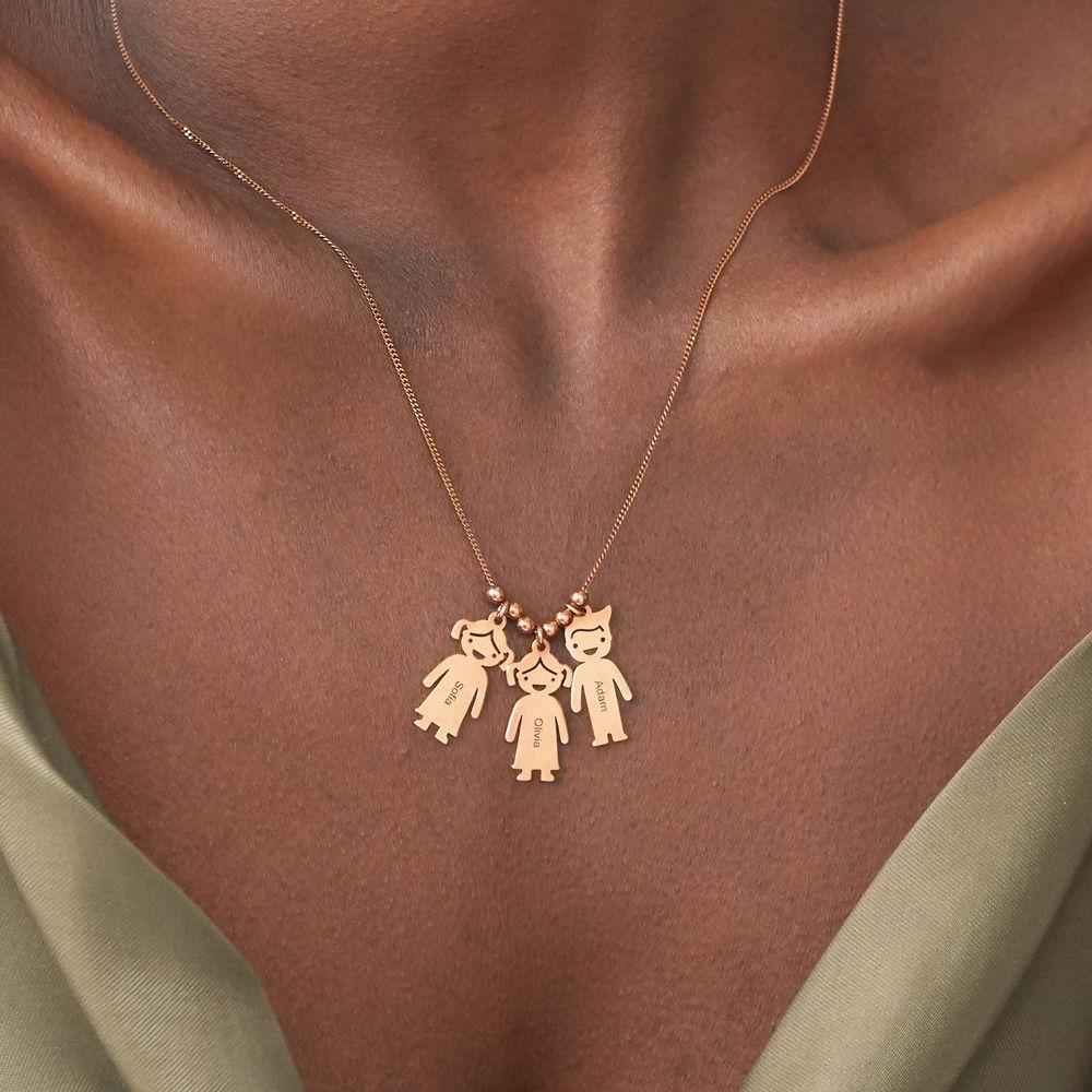 Mors halskæde med graverede børne-charms i rosaforgyldt sølv - 3