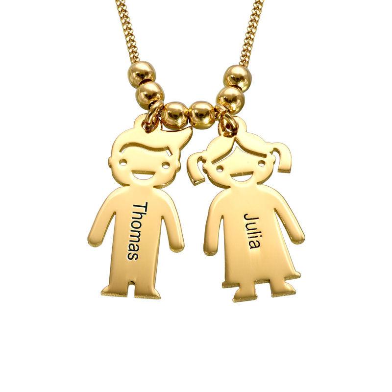 Mors halskæde med graverede børne-charms i guld vermeil