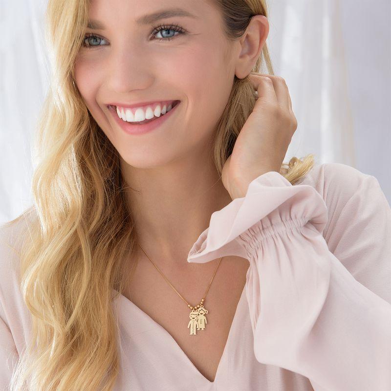 Mors halskæde med graverede børne-charms i guld vermeil - 4