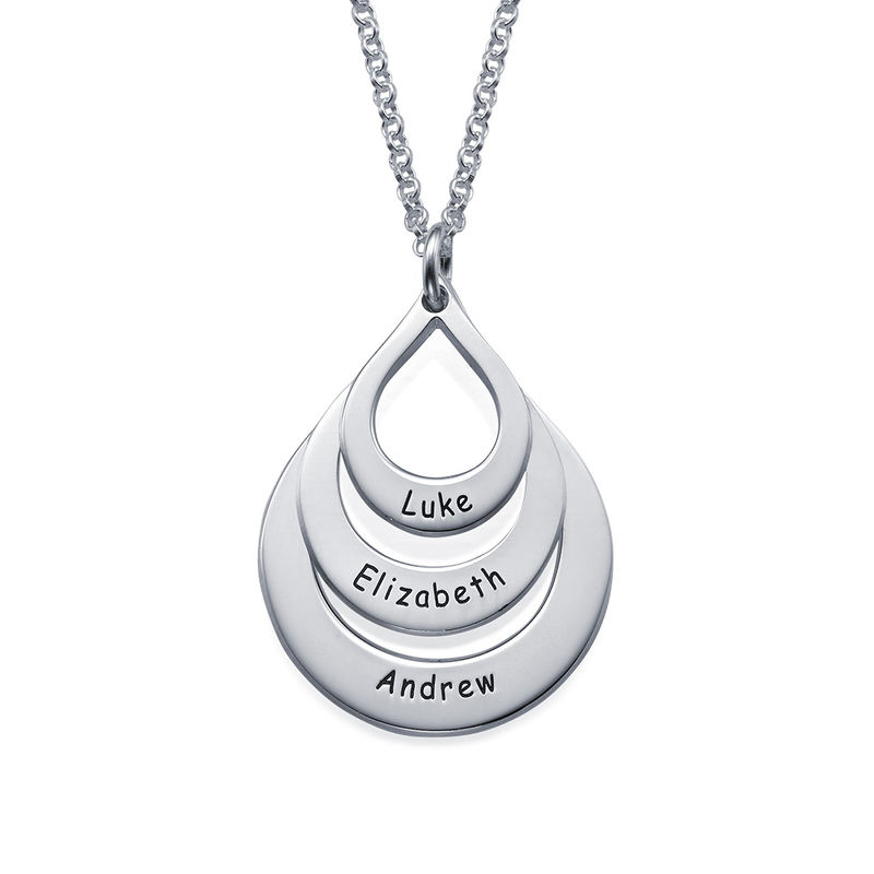 Familie halskæde med gravering og tre dråber i sølv