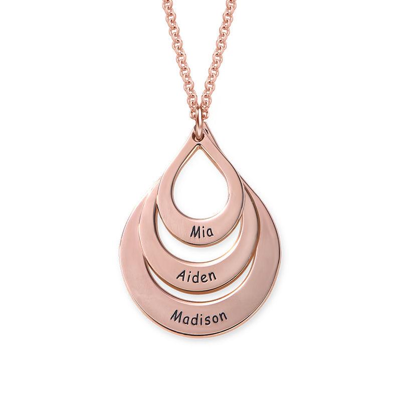 Familie halskæde med gravering og tre dråber i rosaforgyldt sølv