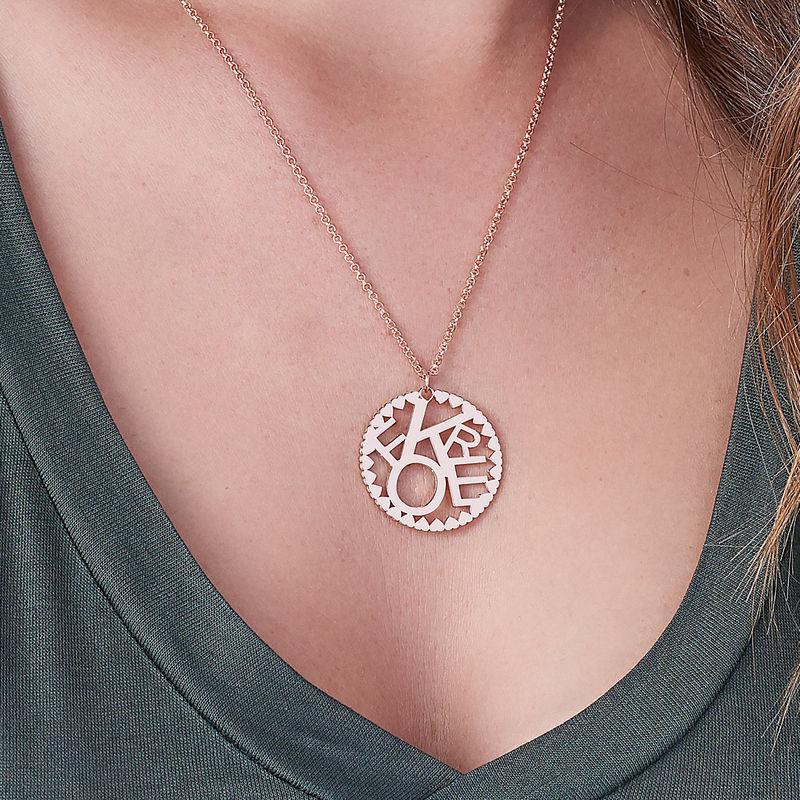 Cirkelformet halskæde med bogstaver i rosaforgyldt sølv - 2