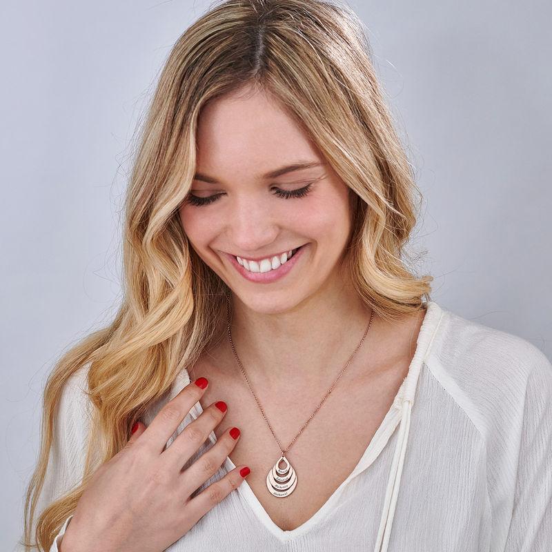 Familie halskæde med gravering og fire dråber i rosaforgyldt sølv - 4