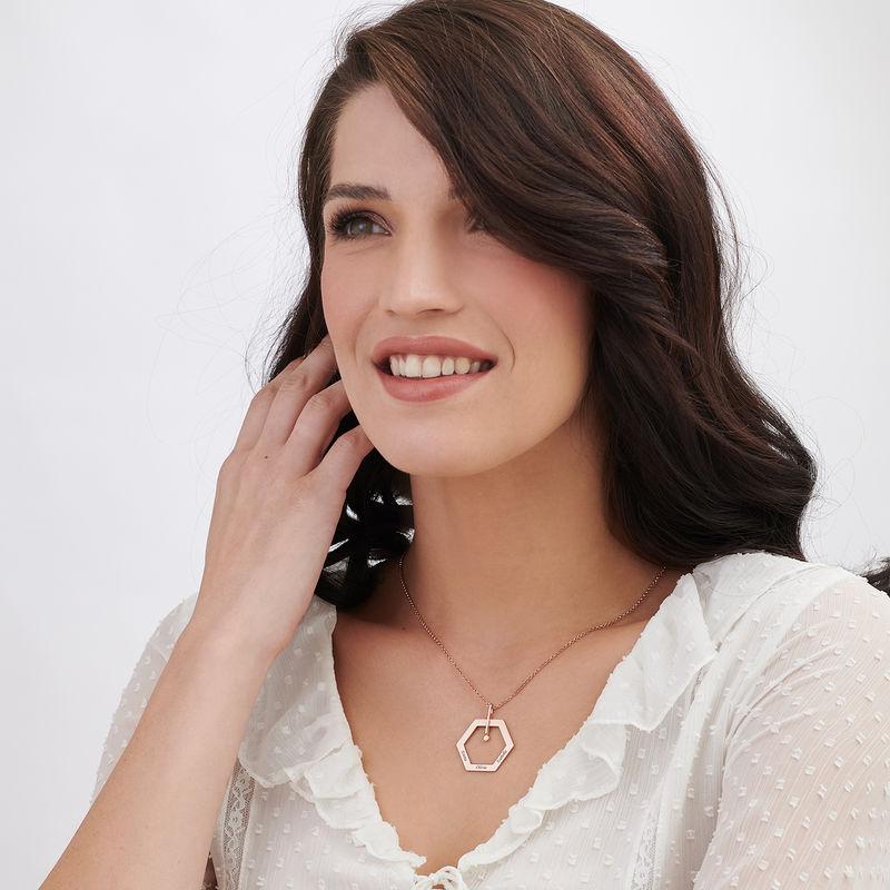 Personlig halskæde med heksagon og gravering - rosaforgyldt - 2