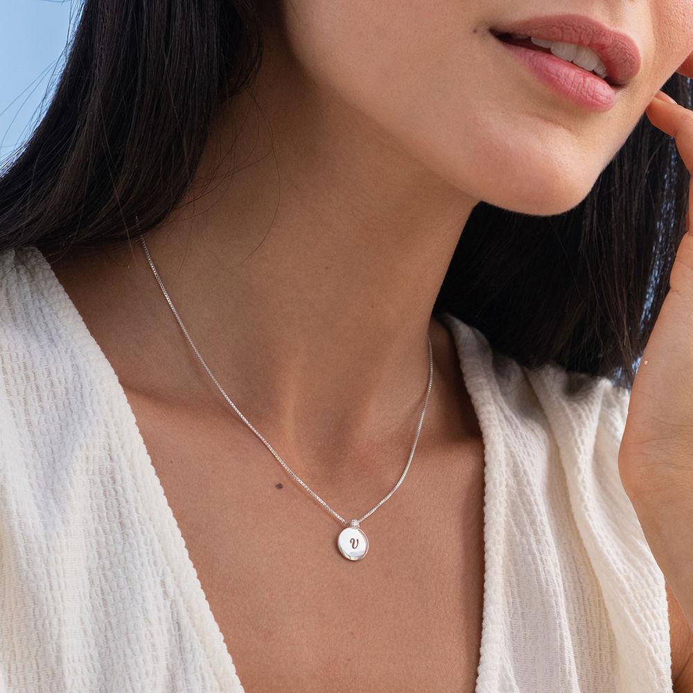 Lille cirkel halskæde med diamant & bogstav i sterlingsølv - 1