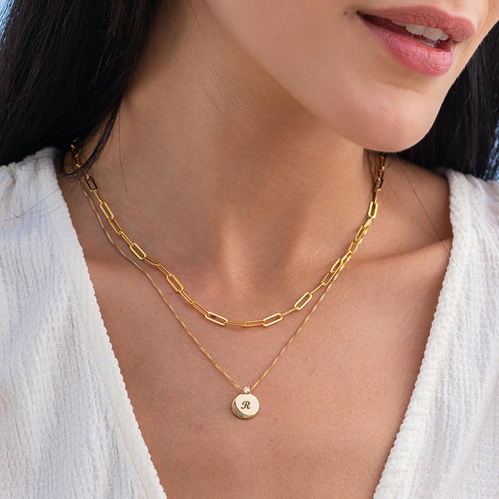 Lille cirkel halskæde med diamant & bogstav - forgyldt  - 1