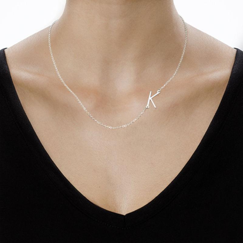 Sidelæns halskæde med bogstav i sølv - 3