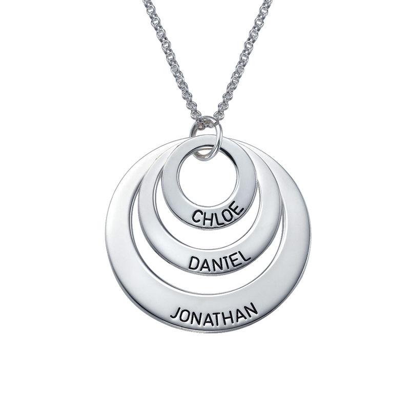 Morsmykke med tre cirkler og indgravering i sølv