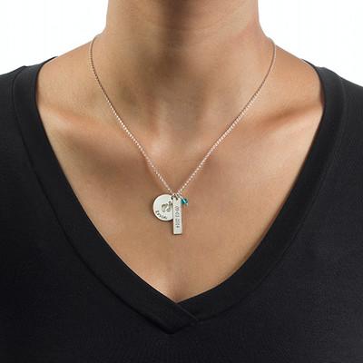 Personligt smykke til mor med babyfodscharm og navnetag i sølv - 2