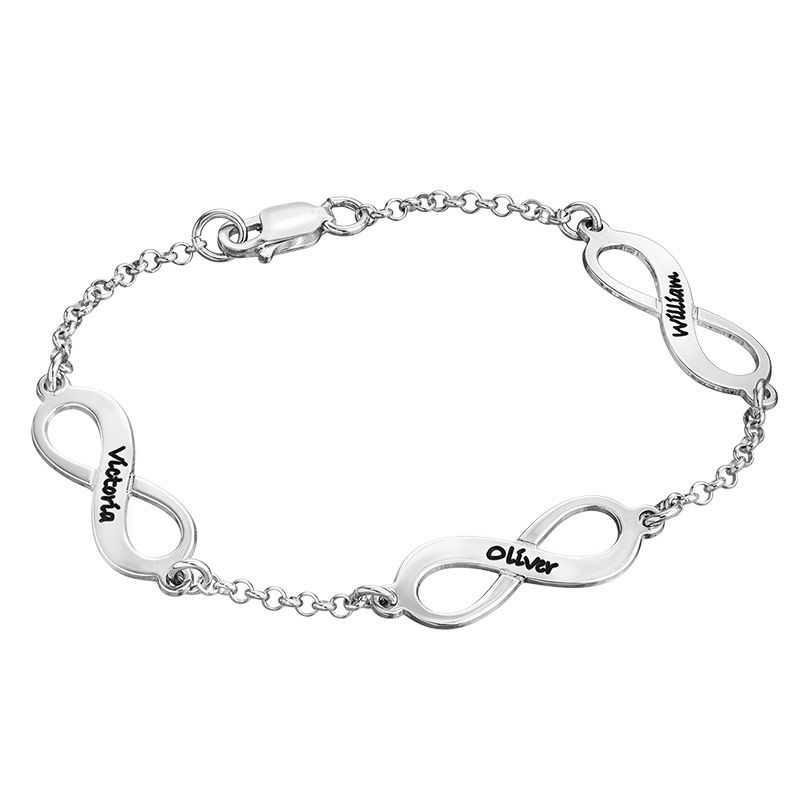 Infinity armbånd til mor med navn i sølv
