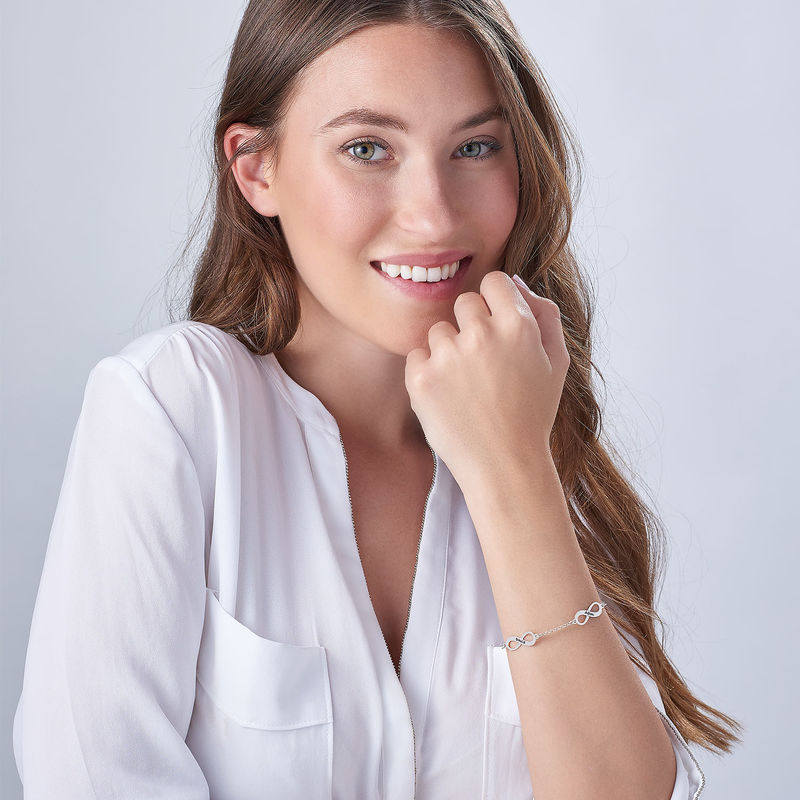 Infinity armbånd til mor med navn i sølv - 3