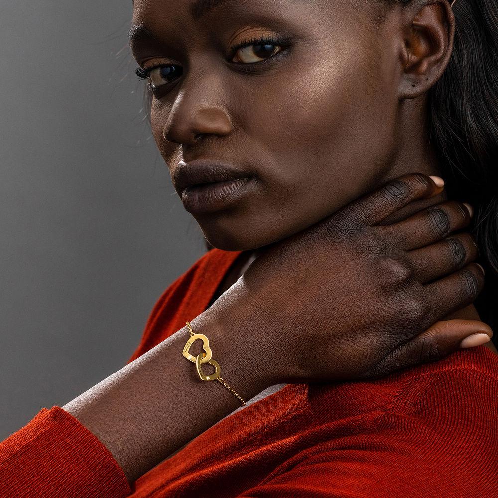 Sammenflettet hjerte armbånd med indgravering i guld vermeil med diamanter - 1