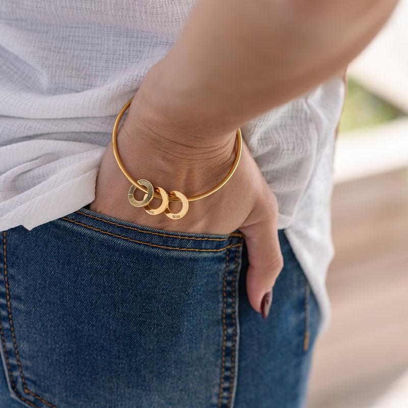 Bangle armbånd med cirkelformede charms - guldbelagt - 4