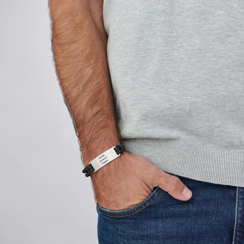 Herre armbånd med sort snor og graveret navnetag - 3