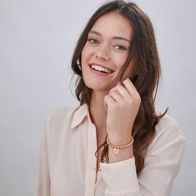 Indgraveret armbånd med perler og hjerte vedhæng - rosaforgyldt - 1