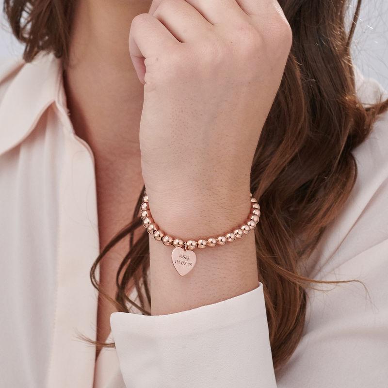 Indgraveret armbånd med perler og hjerte vedhæng - rosaforgyldt - 2