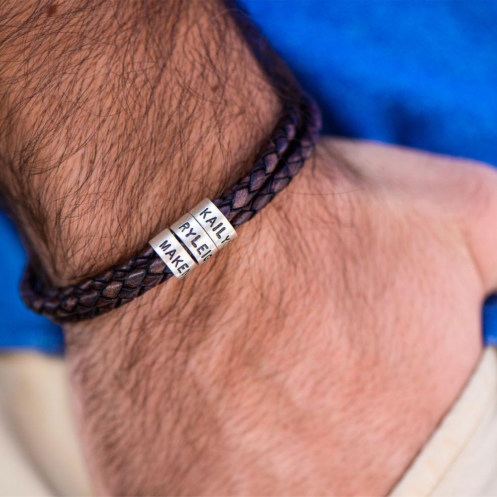 Flettet brunt læderarmbånd til mænd med graverede sølvringe - 2