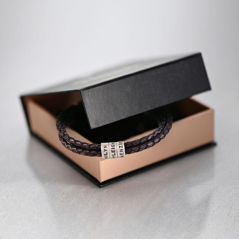Flettet brunt læderarmbånd til mænd med graverede sølvringe - 6