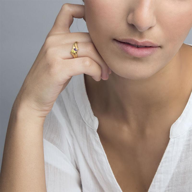 Personlig ring med indgravering og to fødselssten i forgyldt sølv - 2