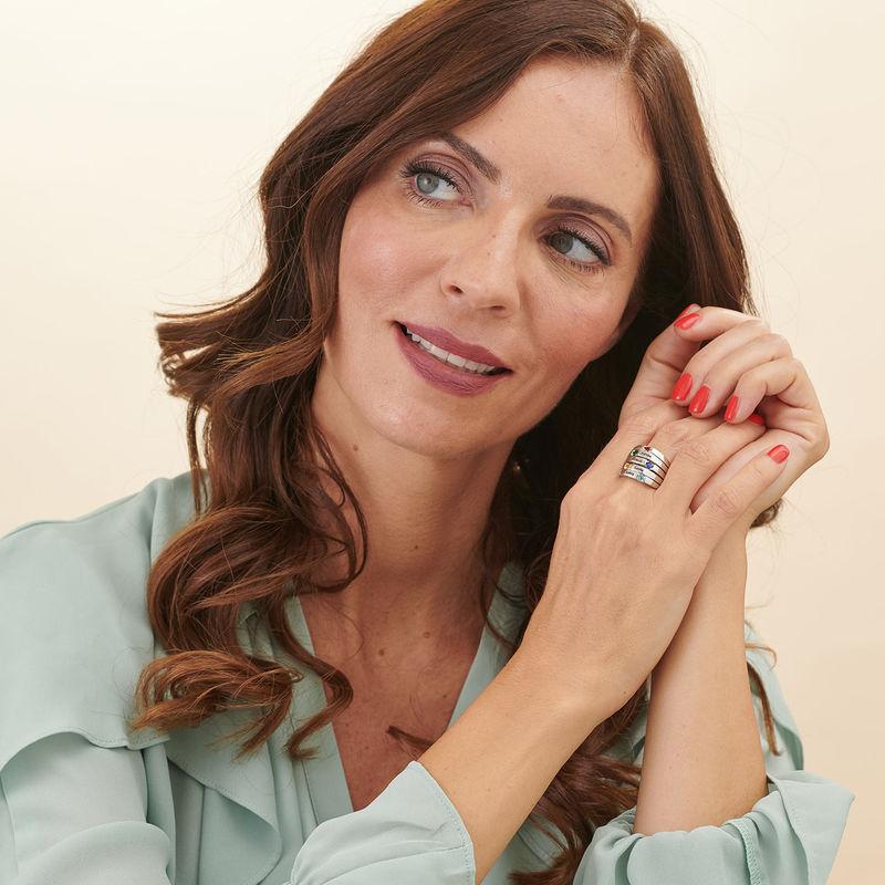 Indgraveret ring til mor med fem fødselssten i sølv - 2