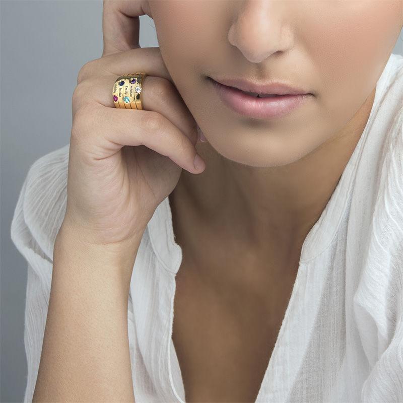 Indgraveret ring til mor med fem fødselssten i forgyld sølv - 4