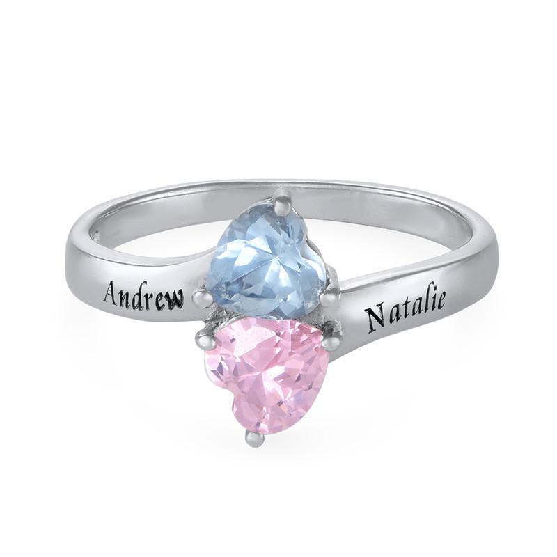Indgraveret ring med hjerteformede fødselssten i sølv
