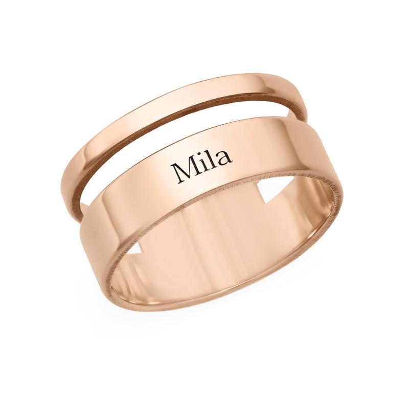 Asymmetrisk ring med navn i 18 karat rosaforgyldt sølv