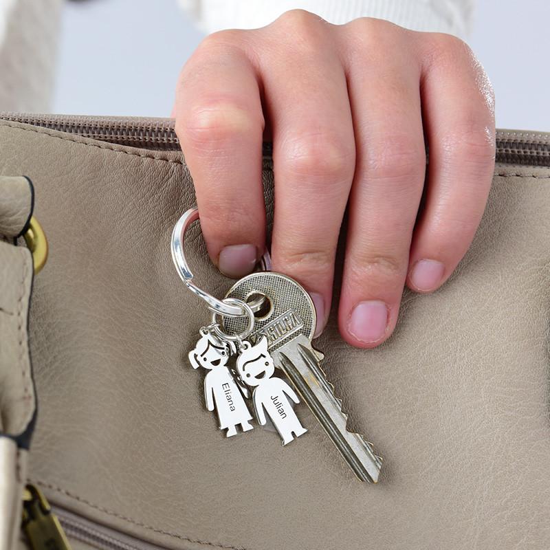 Personlig nøglering med børnefigurer - 2