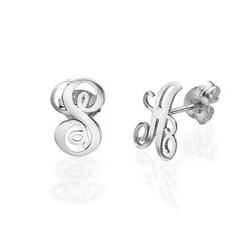 Bogstav øreringe med kursiv skrift i sølv produkt billede