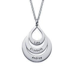Familie halskæde med gravering og tre dråber i sølv produkt billede