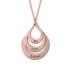 Familie halskæde med gravering og tre dråber i rosaforgyldt sølv produkt billede
