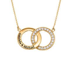 Indgraveret cirkel halskæde med kubisk zirkonia i forgyldt sølv produkt billede